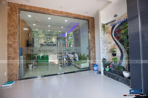 Nhà phố Bình Phước 4,5m x 18m sang trọng, đẹp mắt khi kết hợp phòng khám nha khoa 8