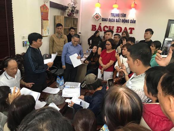Trong đêm, hàng trăm người vây công ty bất động sản ở Đà Nẵng đòi quyền lợi 3