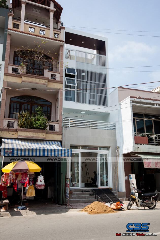 Nhà phố 4 tầng với gam màu trắng chủ đạo tuyệt đẹp trên mọi góc nhìn 2