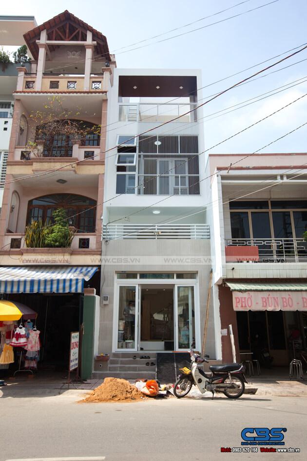 Nhà phố 4 tầng với gam màu trắng chủ đạo tuyệt đẹp trên mọi góc nhìn 1