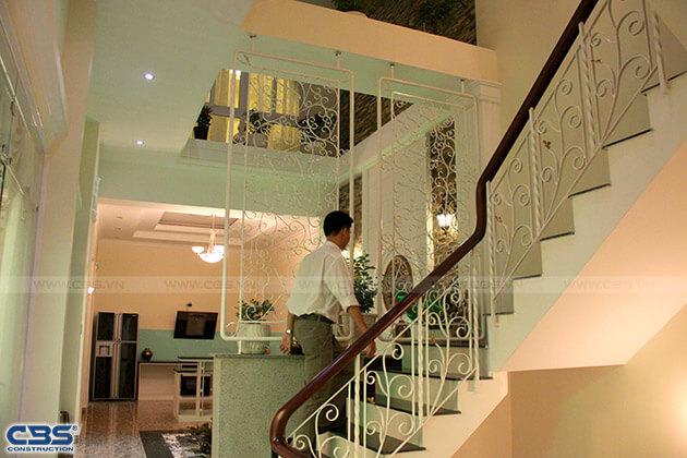 Những mẫu cầu thang đẹp phổ biến cho nhà phố 25