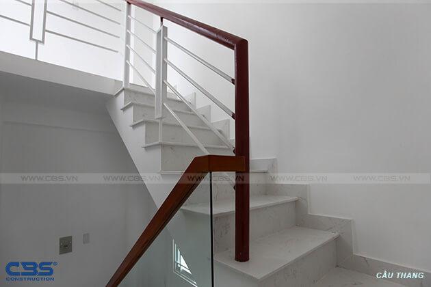 Những mẫu cầu thang đẹp phổ biến cho nhà phố 31