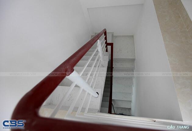 Những mẫu cầu thang đẹp phổ biến cho nhà phố 32