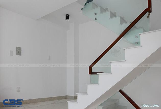 Những mẫu cầu thang đẹp phổ biến cho nhà phố 33