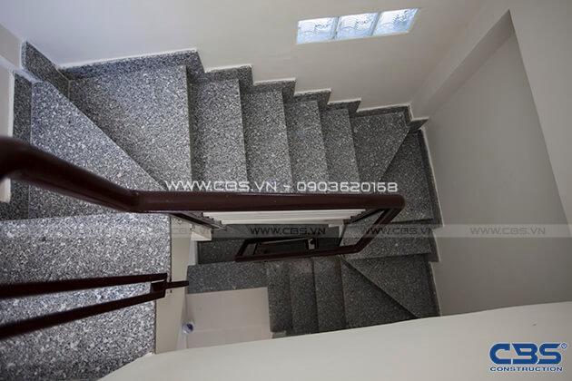 Những mẫu cầu thang đẹp phổ biến cho nhà phố 35