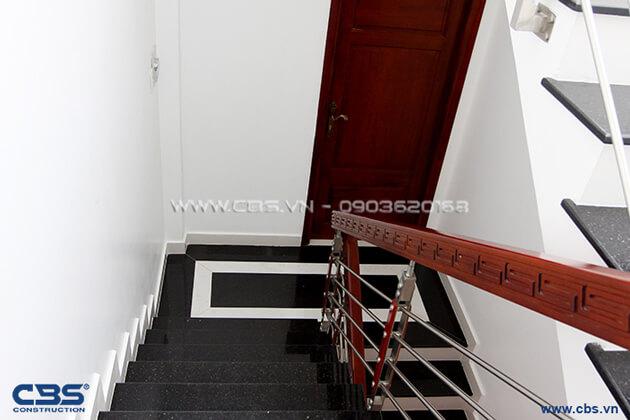 Những mẫu cầu thang đẹp phổ biến cho nhà phố 37