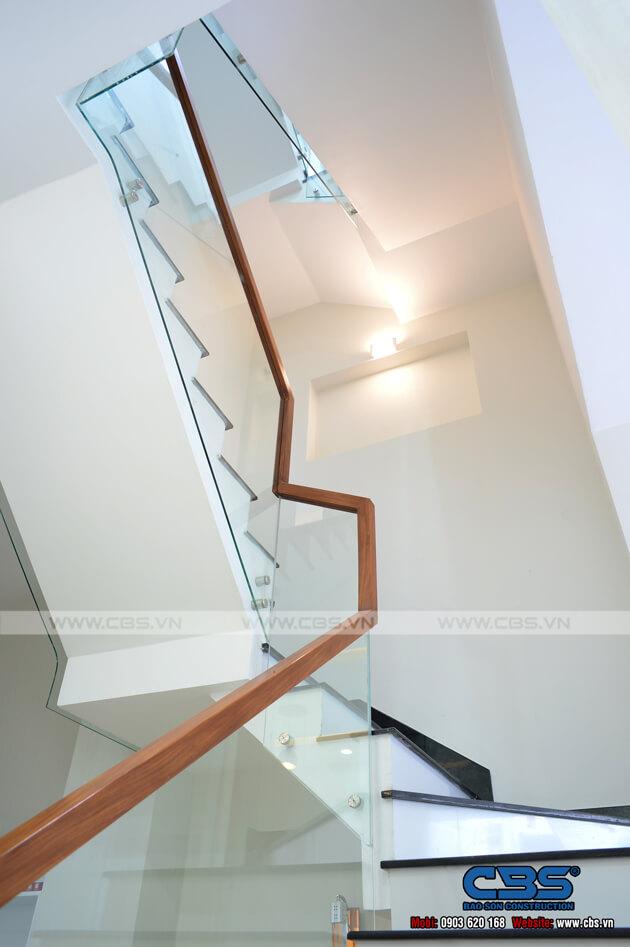 Những mẫu cầu thang đẹp phổ biến cho nhà phố 38