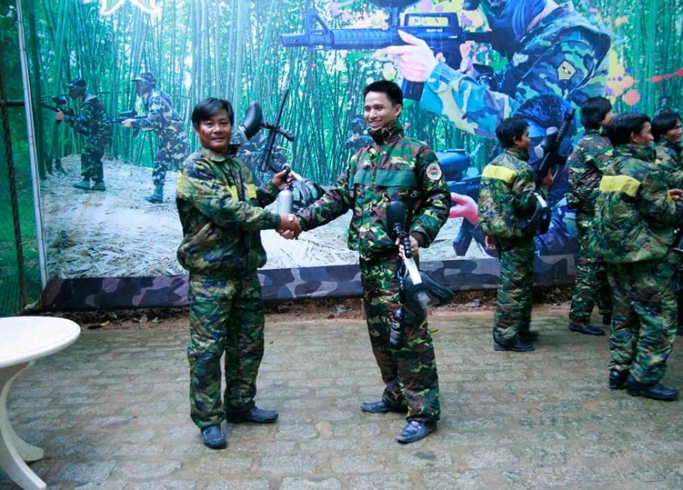 Tổ chức bắn súng sơn 2013 40